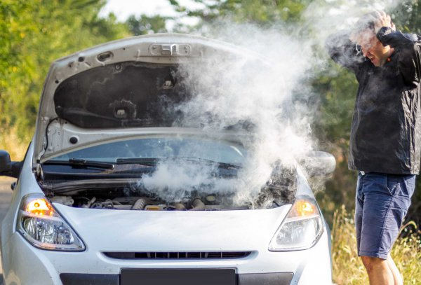 エンジンオイル交換を忘れたら、本当に大変な事になります。