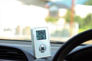 暑すぎる車内